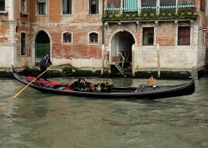 Gondola_Gondolier_Grand_Canal