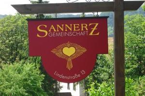 1280px-Bruderhof_Sannerz_Schild