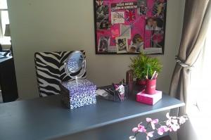 jnellmakeup vanity-desk3
